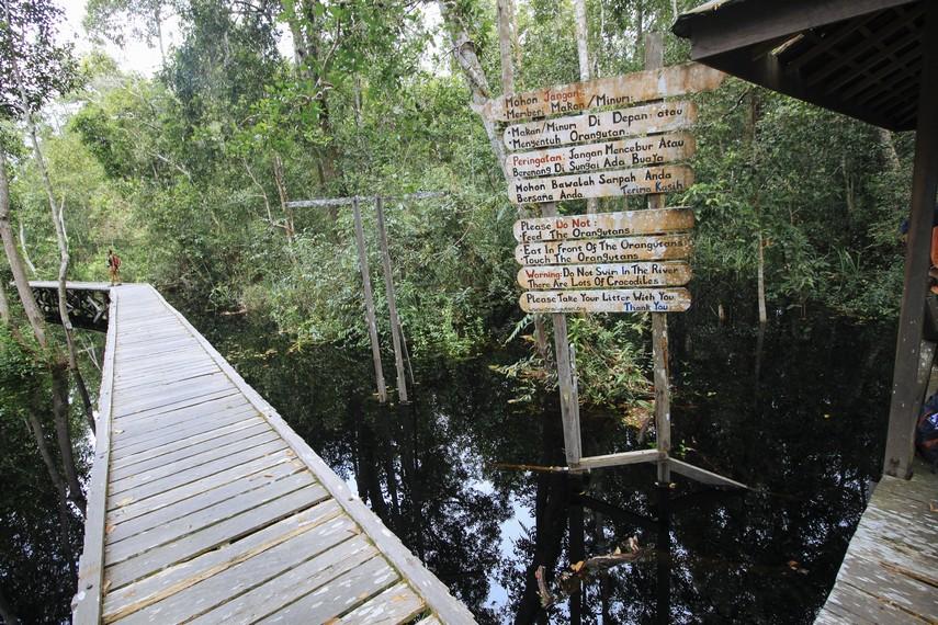Papan peringatan bagi para pengunjung Taman Nasional Tanjung Puting