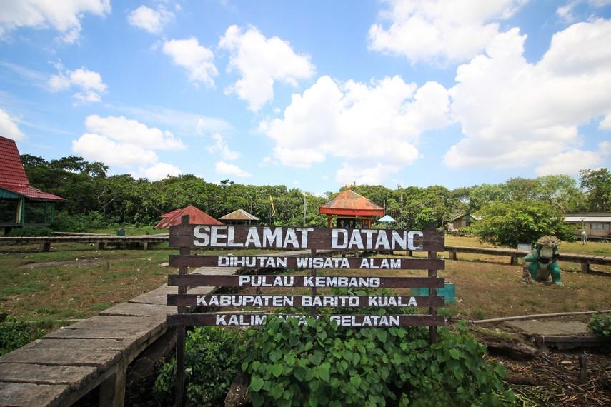 Papan selamat datang di Hutan Wisata Pulau Kembang