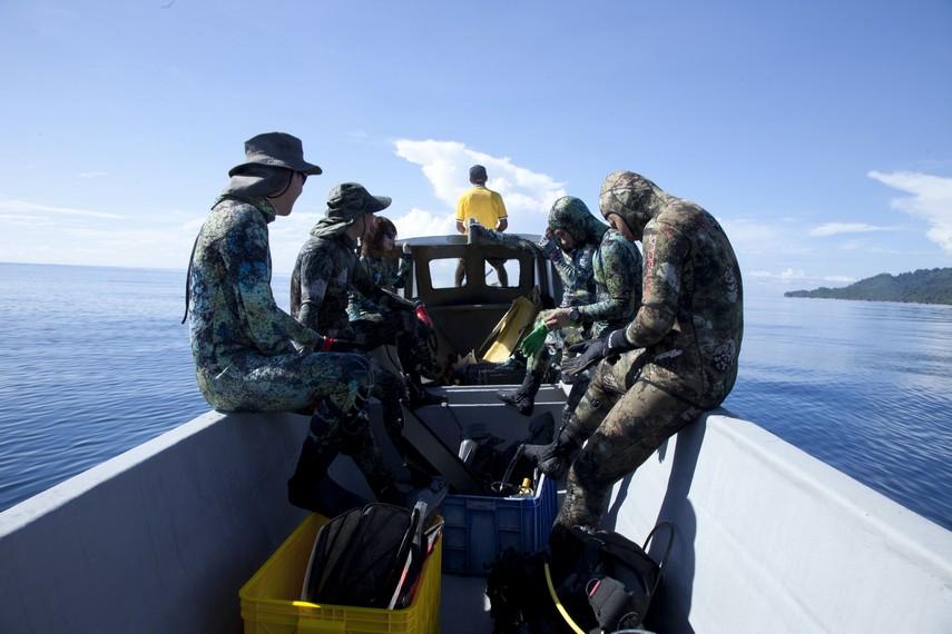 Para pemburu sedang bersiap menuju lokasi perburuan