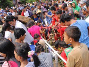 Merebut Berkah dalam Tradisi Parebut Dongdang