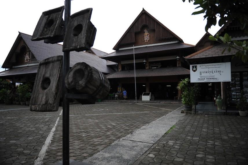 Pasar Triwindu telah melalui peremajaan tahun 2008 lalu