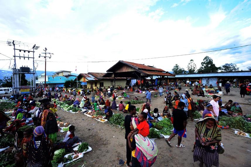 Pasar di Kota Wamena sebagai salah satu tempat jual beli