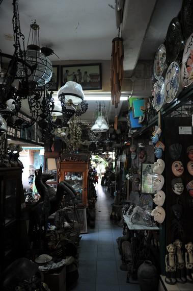 Pasar ini Triwindu dibangun untuk memperingati 24 tahun Kanjeng Gusti Pangeran Adipati Arya (KGPAA) Mangkunegara VII bertahta