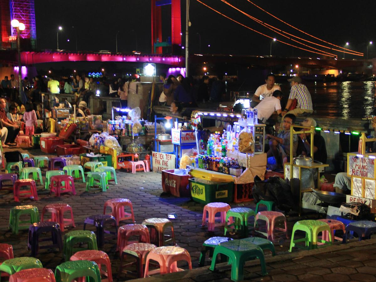 Pasar_malam_sungai_musi_1200.jpg