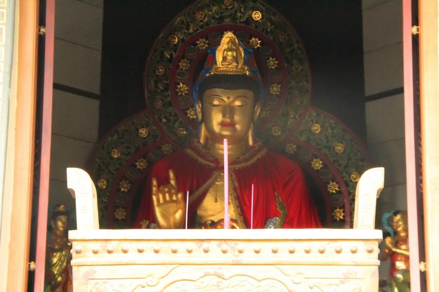 Patung Buddha raksasa yang ada di Pagoda Avalokitesvara Buddhagaya Watugong