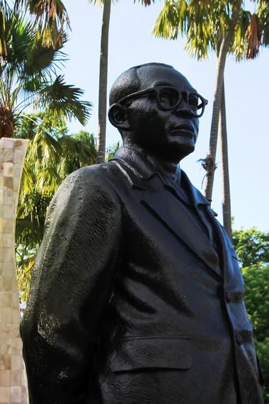 Patung Bung Hatta, salah satu founding father, yang membawa Indonesia kepada pintu gerbang kemerdekaan