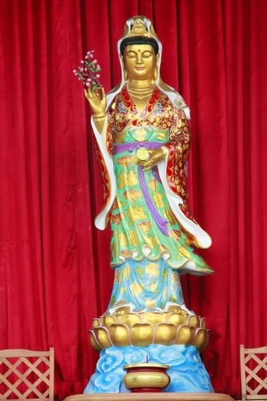 Patung Dewi Kwan Im yang ada dibagian dalam Pagoda Avalokitesvara Buddhagaya Watugong