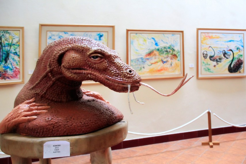 Patung Kepala Komodo yang  terbuat dari Fiber menjadi salah satu koleksi dari museum ini