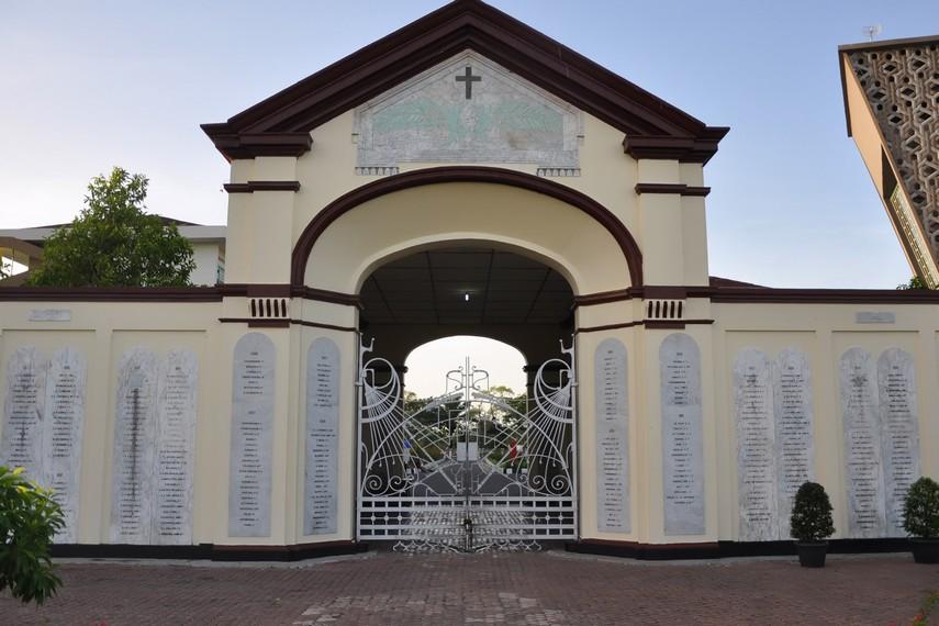 Pemakaman ini memiliki nama unik karena merupakan perpaduan bahasa Aceh dan Belanda