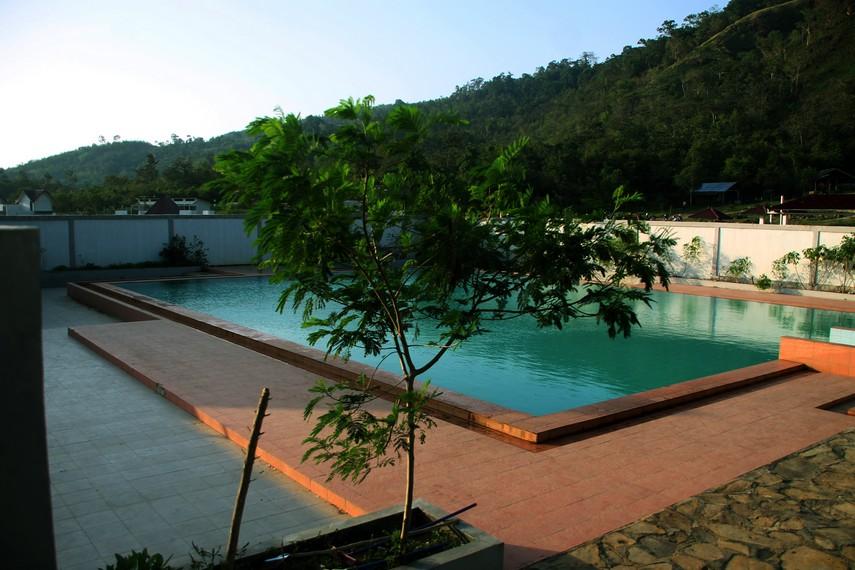 Pemandangan Alam pegunungan Seulawah menemani pengunjung pemandian Ie Seuum