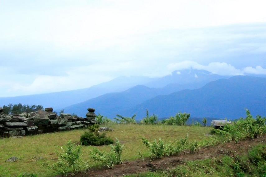 Pemandangan alam yang ada di situs Candi Gedong Songo