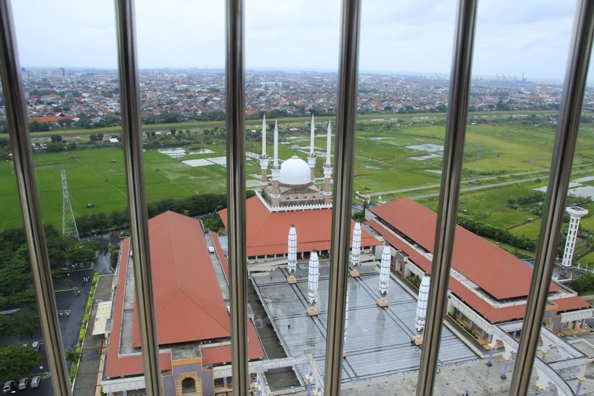 Pemandangan Kota Semarang dari atas Menara Al-Husna