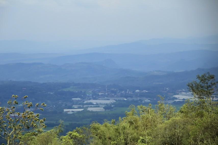 Pemandangan Lereng Gunung Ungaran yang menjadi latar Umbul Sidomukti