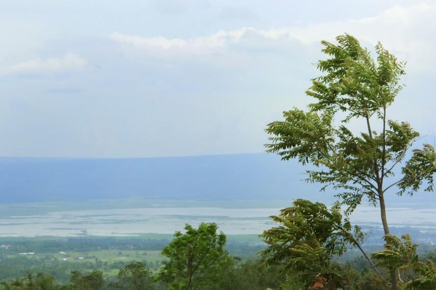 Pemandangan Rawa Pening yang dilihat dari Umbul Sido Mukti