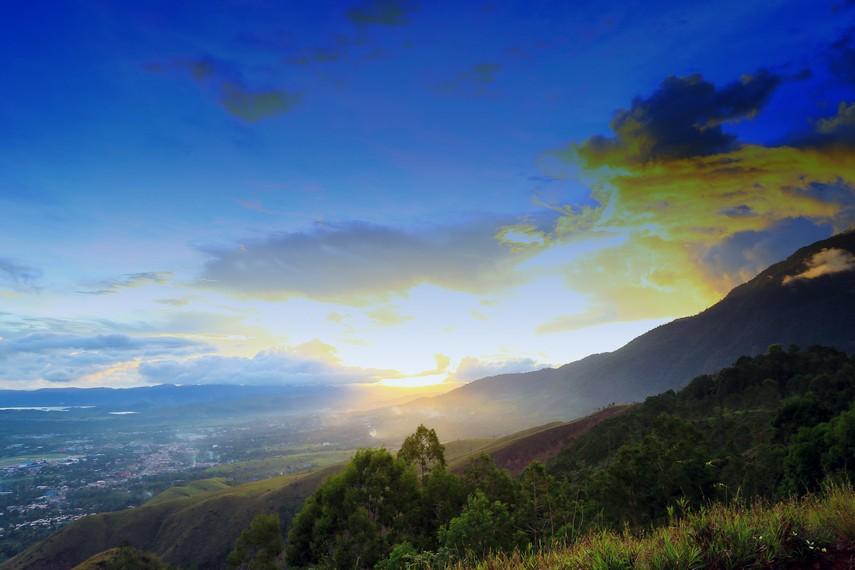Pemandangan Sunset yang dapat dinikmati di atas kota Sentani
