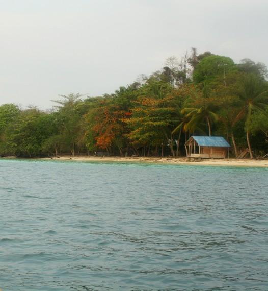 Pemandangan dan suasana Pulau Kiluan dilihat dari tengah laut