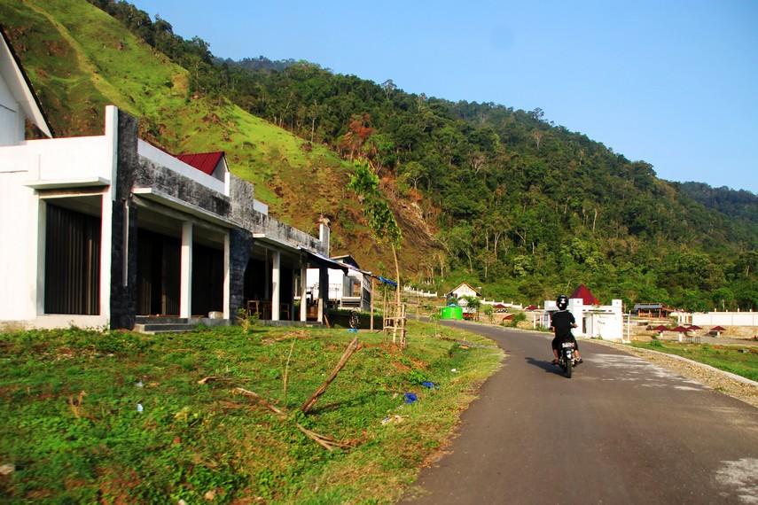 Pemandangan indah gunung Seulawah menemani perjalanan menuju Ie Seuum