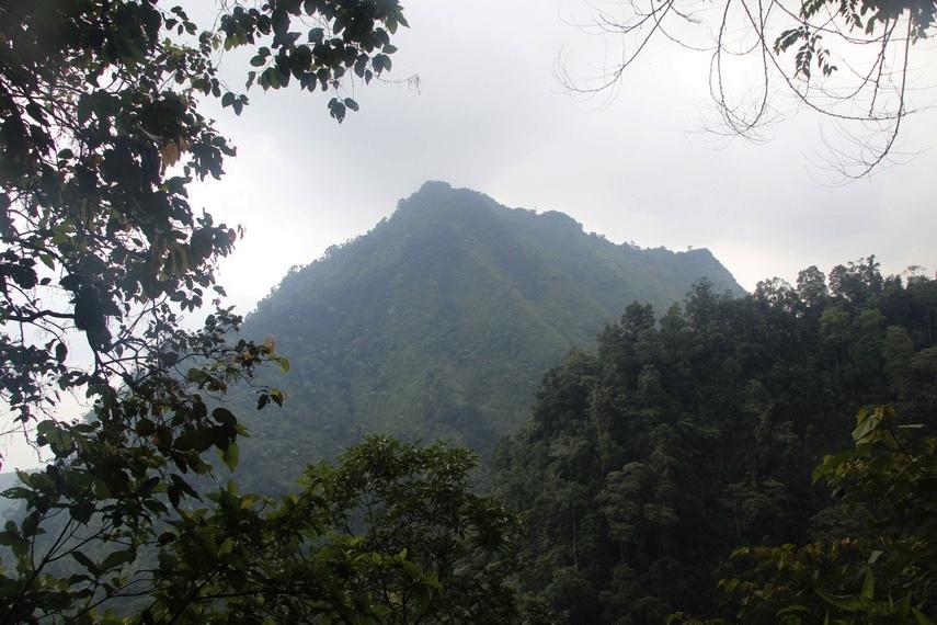 Saat menempuh perjalanan menuju Goa Jepang, pengunjung dapat menikmati pemandangan Gunung Merapi