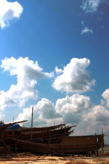 Ada berbagai ritual yang dilakukan saat proses pembuatan perahu Pinisi