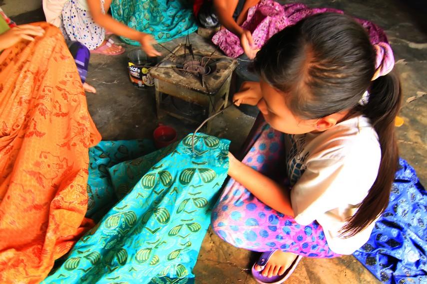 Pembuatan batik sasambo masih menggunakan alat-alat tradisional