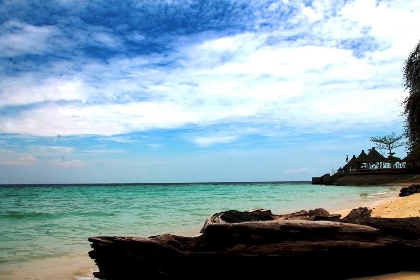 Pulau Samalona luasnya selalu menyusut dari tahun ke tahun dan diyakini akan tenggelam di tahun 2020