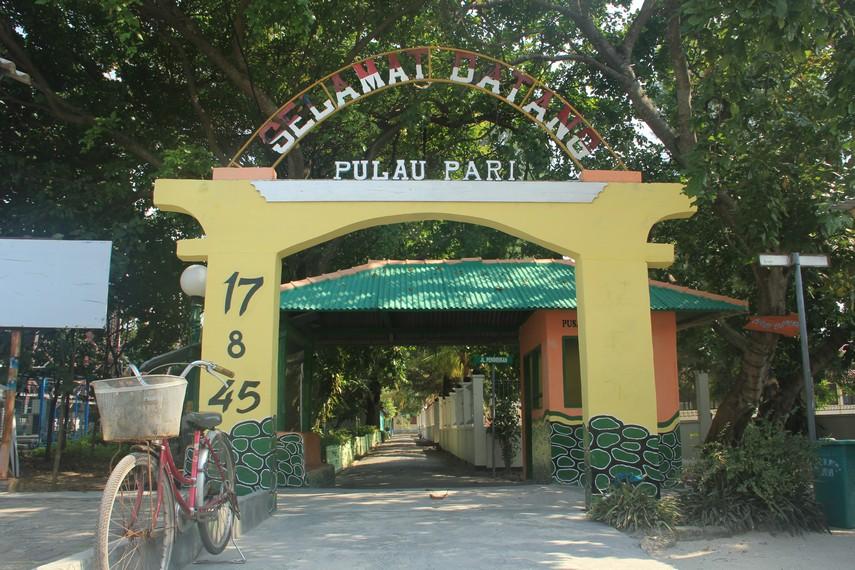 Pengunjung akan disambut gapura selamat datang di Pulau Pari begitu memasuki pulau ini