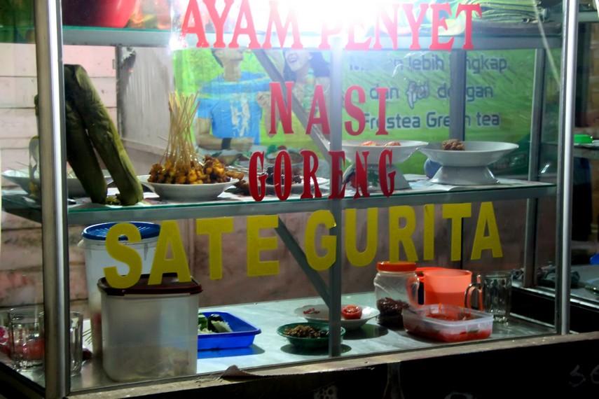 Penjaja Sate Gurita umumnya dapat ditemui di Pujasera Kota Sabang