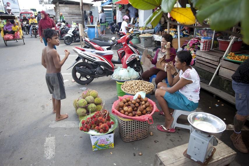 Penjual buah di pasar