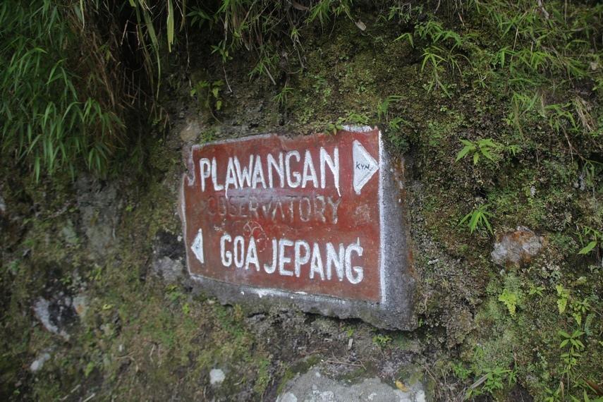 Selain Goa Jepang, di kawasan Nirmolo Kaliurang juga terdapat objek wisata lain, yaitu curug dan Plawangan