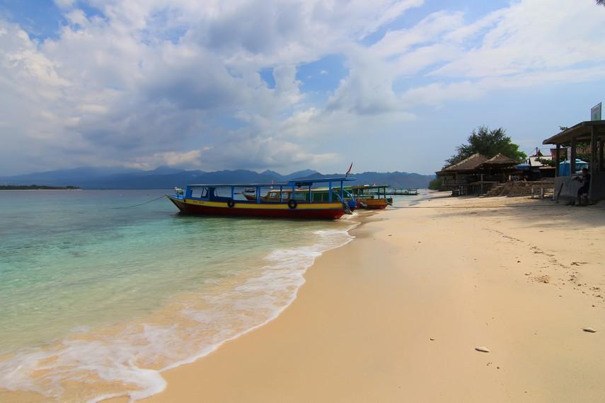 Perahu yang digunakan untuk menyebrangkan wisatawan dari Lombok menuju Gili Meno