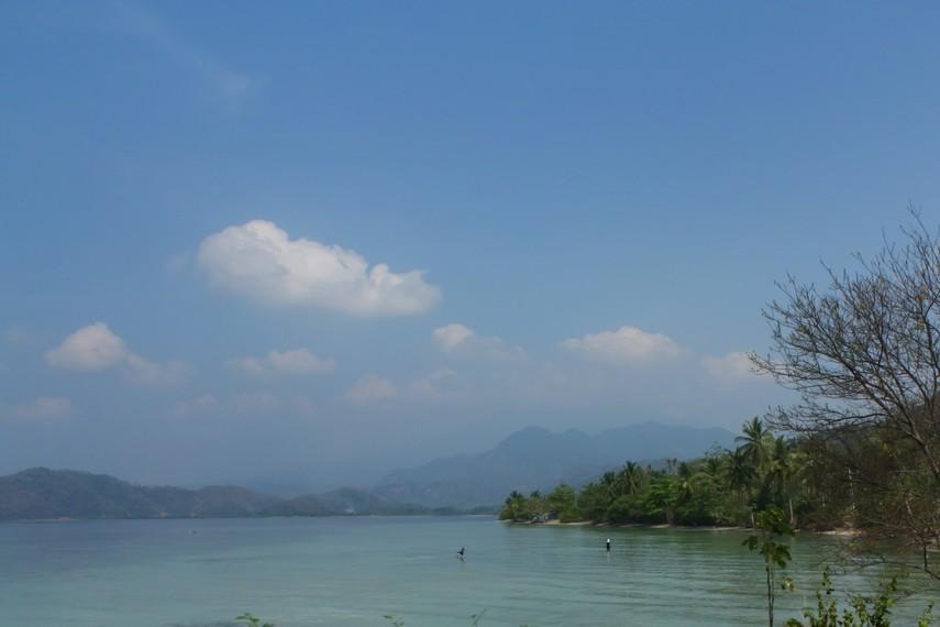 Perjalanan menuju Kiluan diwarnai berbagai pemandangan alam yang menakjubkan