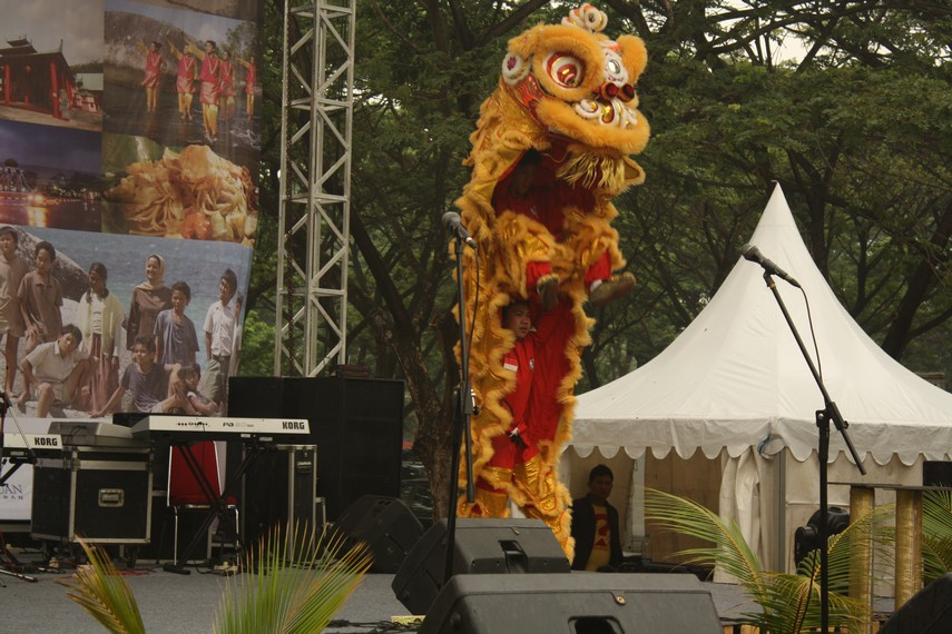 Pertunjukan Barongsai biasanya identik dengan Tahun baru Cina atau Imlek