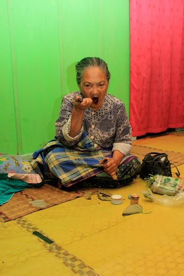 Perujak dipercaya oleh masyarakat Sumbawa dapat menguatkan gigi