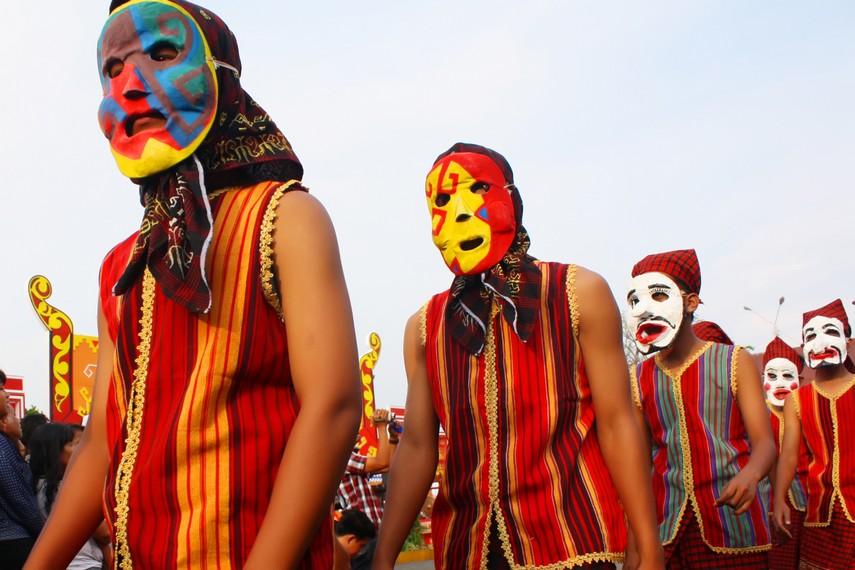 Pesta sekura biasanya diadakan saat Hari Raya Idul Fitri
