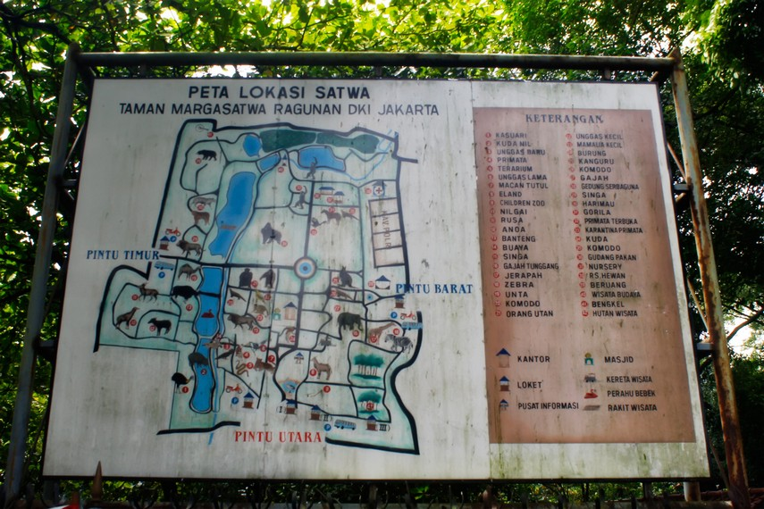 Peta lokasi yang menjadi panduan pengunjung berkeliling Kebun Binatang Ragunan
