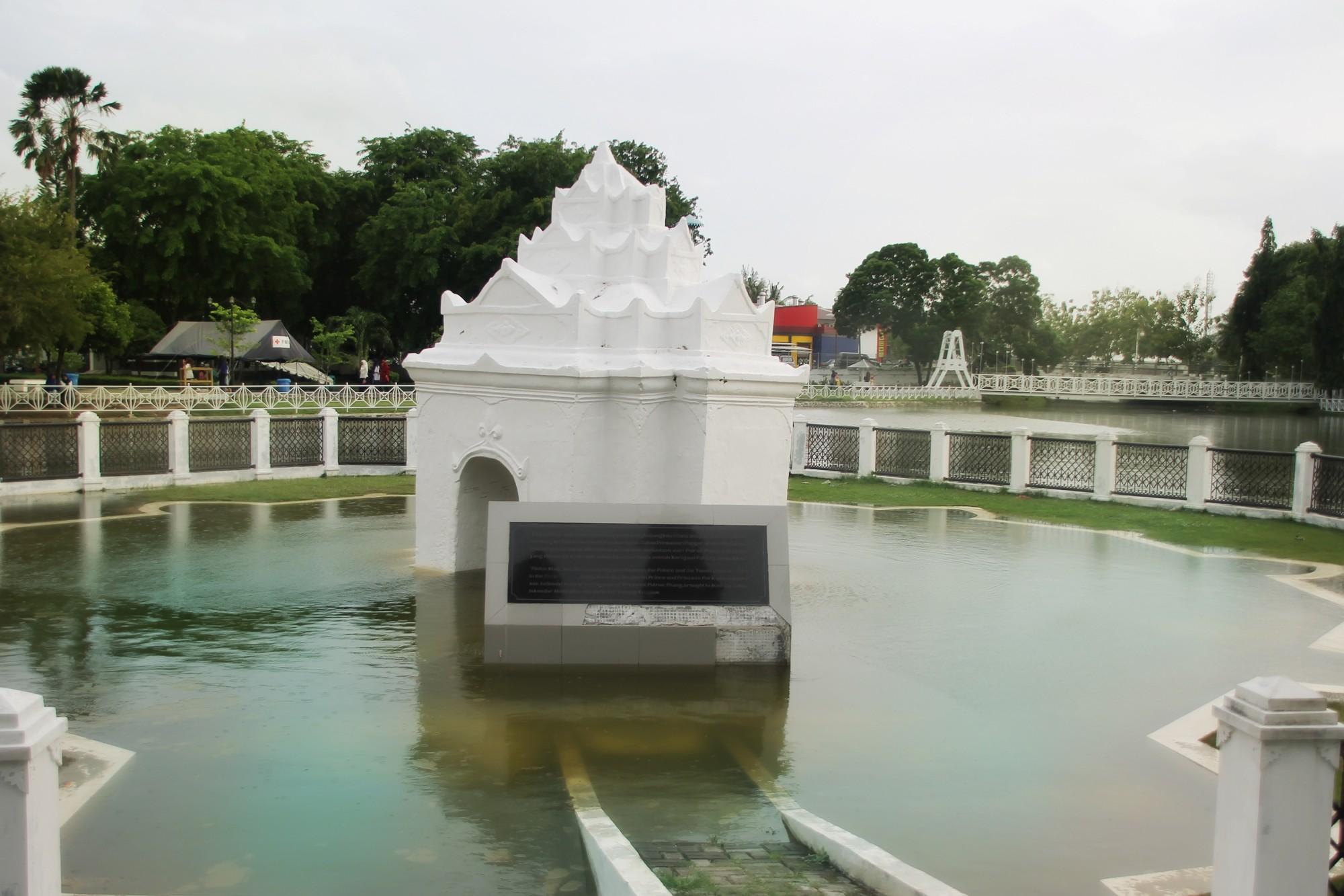 Pinto Khop dahulu menjadi penghubung antara Taman Ghairah dengan Istana Kesultanan