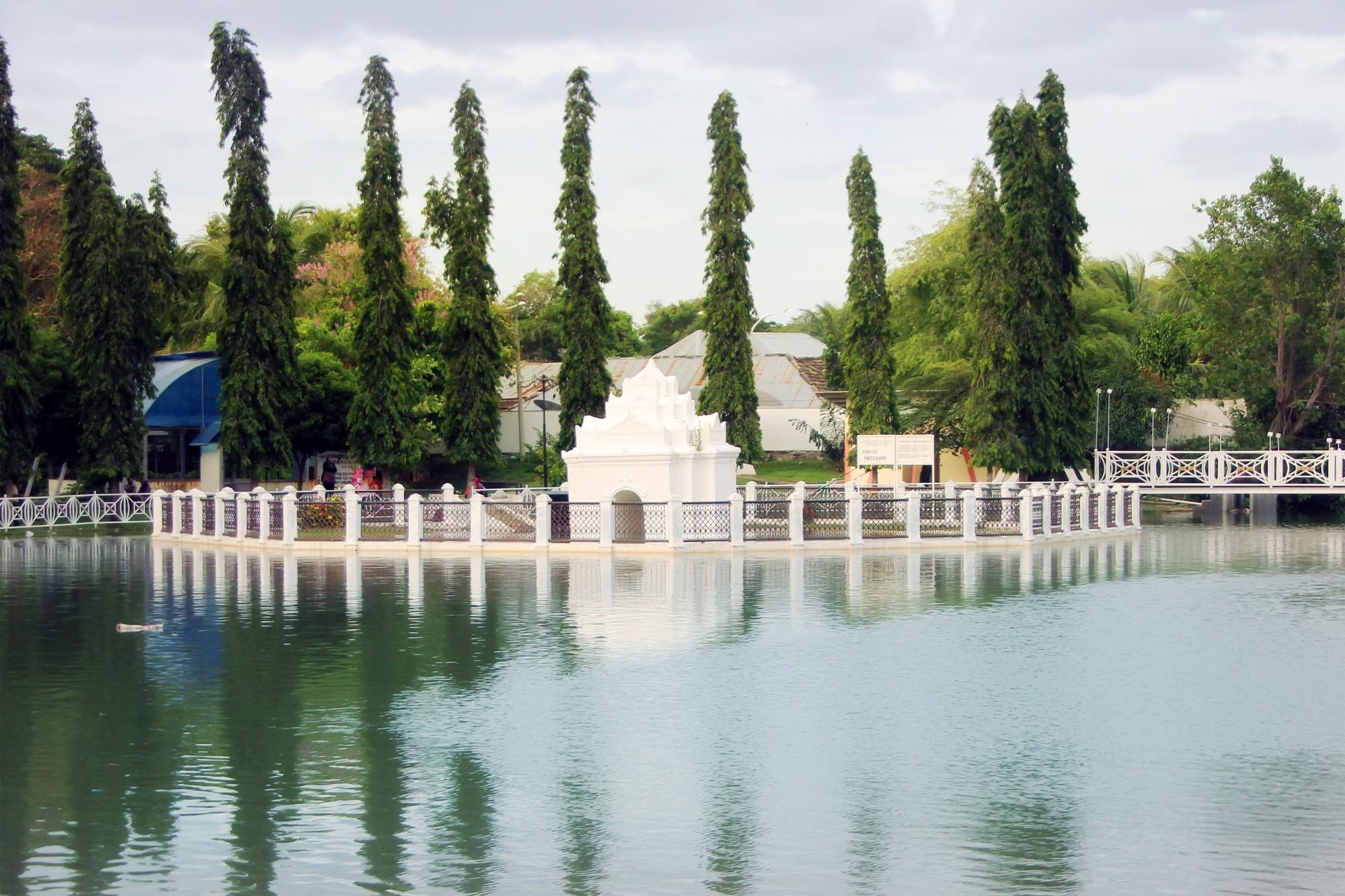 Pinto Khop, dahulu merupakan gerbang penghubung Taman Ghairah dengan Istana