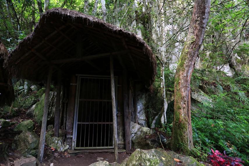 Pintu Goa Lokale yang belum diketahui kedalamannya