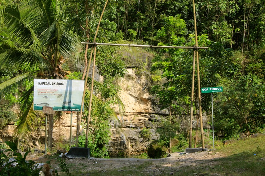 Pintu masuk Gua Pindul Cave Tubing