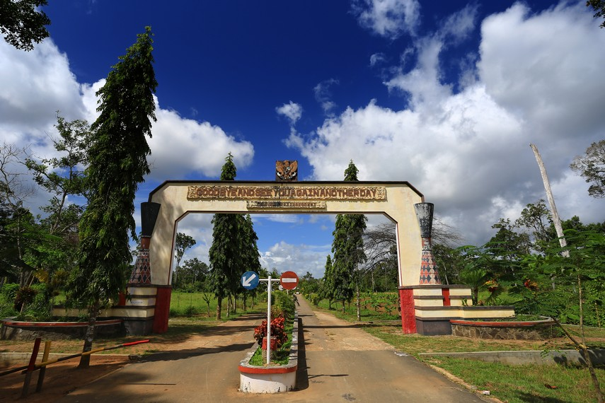 Pintu gerbang masuk menuju wilayah perbatasan Republik Indonesia - Papua Nugini