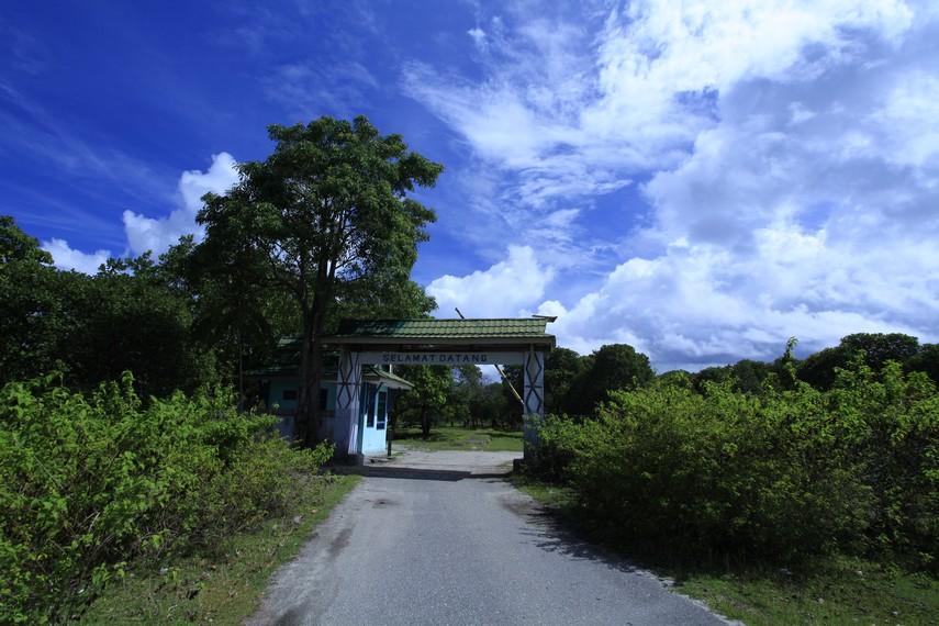 Pintu masuk Pantai Tanjung Kuako