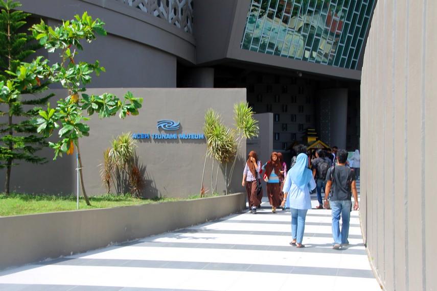 Pintu masuk menuju Museum Tsunami
