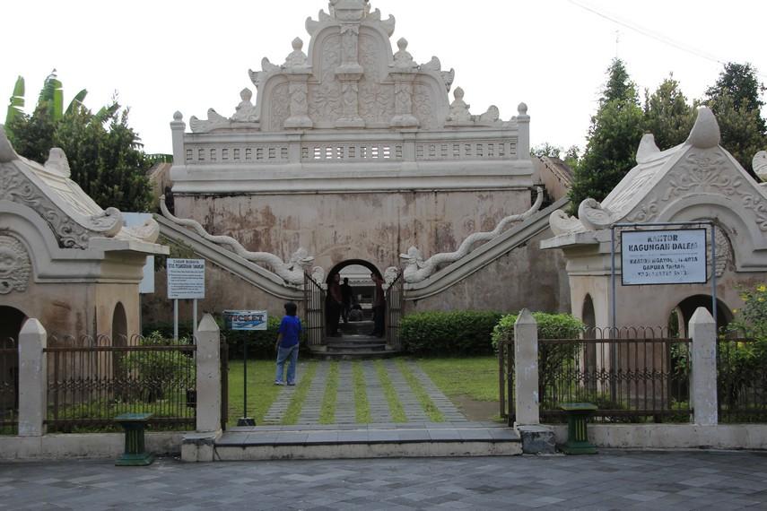 Pintu masuk menuju pesanggrahan Taman Sari