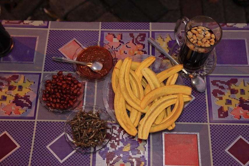 Pisang goreng mulut bebek yang siap untuk disajikan