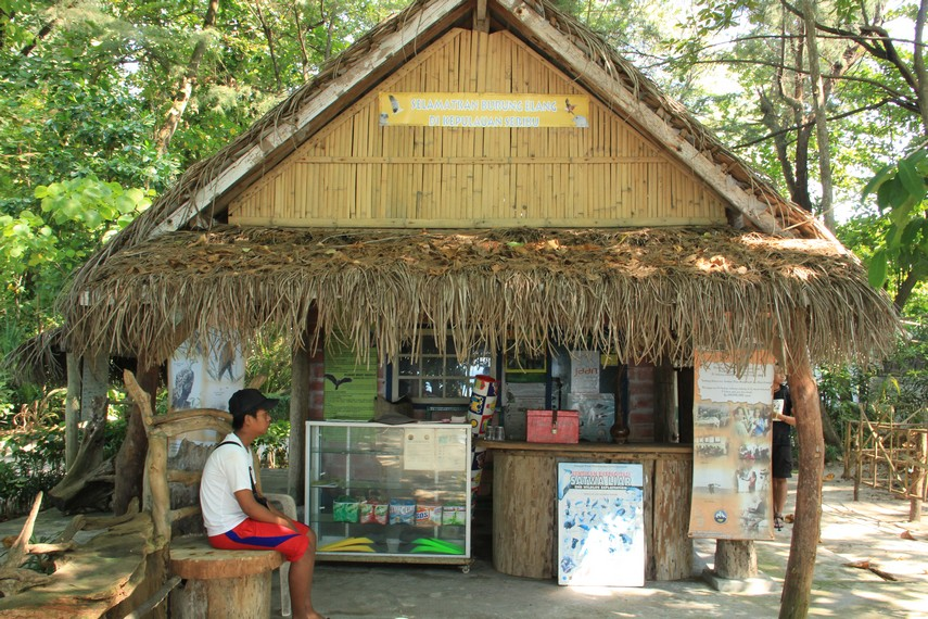 Pondok informasi yang disediakan bagi pengunjung yang mencari informasi mengenai keberadaan elang bondol