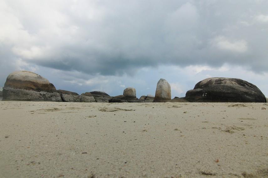 Pulau Batu Berlayar menjadi salah satu pulau yang bisa di datangi diantara pulau-pulau yang berada di sekitar Pantai Tanjung Kelayang