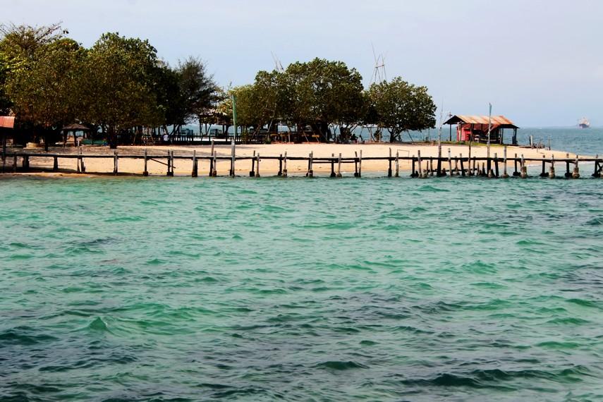 Luas Pulau Khayangan hanya sekitar 1 hektare