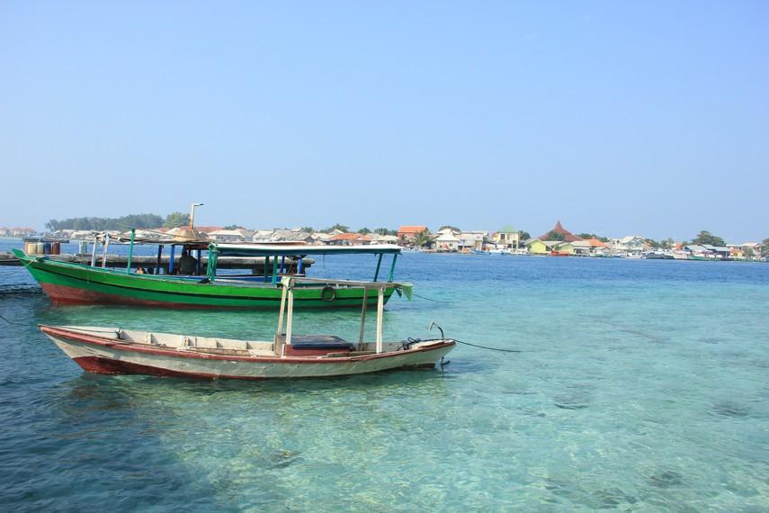 Pengunjung juga bisa melihat suasana Pulau Panggang yang dapat dilihat dari Pulau Karya
