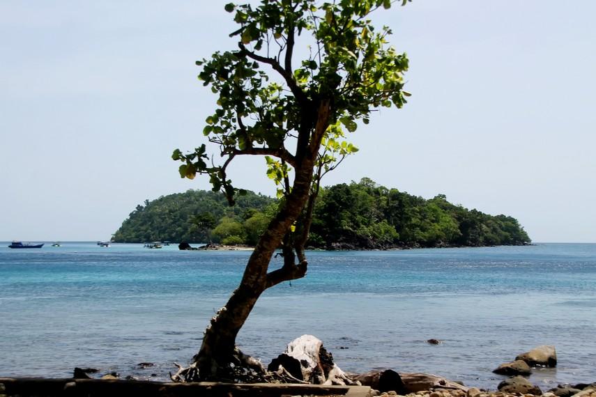 Pulau Rubiah diseberang Pantai Iboih, disinilah kafilah haji pertama Nusantara berasal