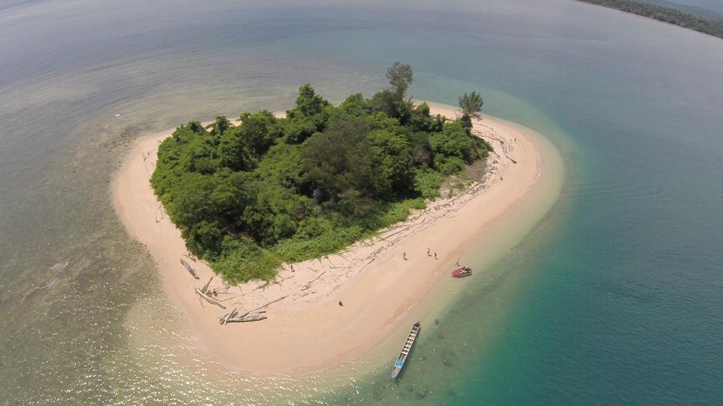 Pulau Sapulea dari ketinggian